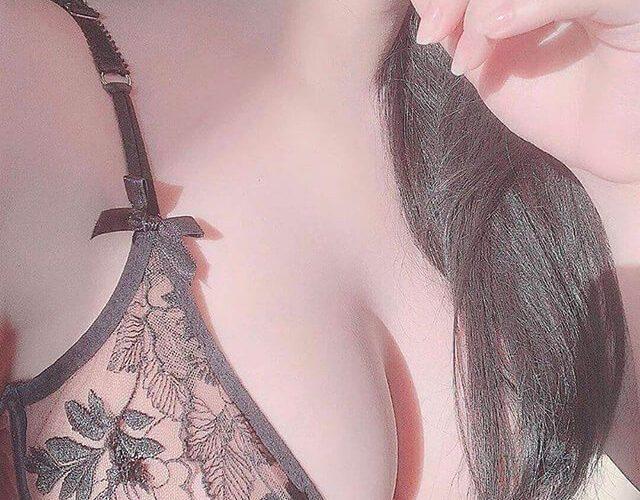 Top các bộ ngực đẹp và đông fan nhất Showbiz Việt